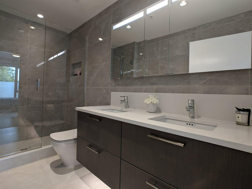 BATHROOM AND SIDLER DIAMANDO LIT MIRRORED CABINET - THE GRAYSON, VANCOUVER, BC