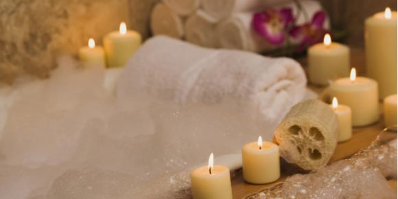 AROMATHERAPY WITH SCENTED CANDLES